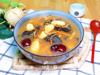 虫草花乌鸡汤,营养滋补的虫草花乌鸡汤就上桌了!
