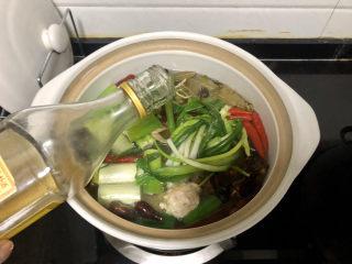香辣卤鸡爪➕ 红鸾飞下绿云中,煮开加一茶匙料酒
