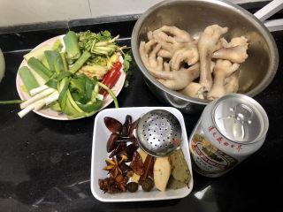 香辣卤鸡爪➕ 红鸾飞下绿云中,全部食材准备好,我还准备了一瓶啤酒