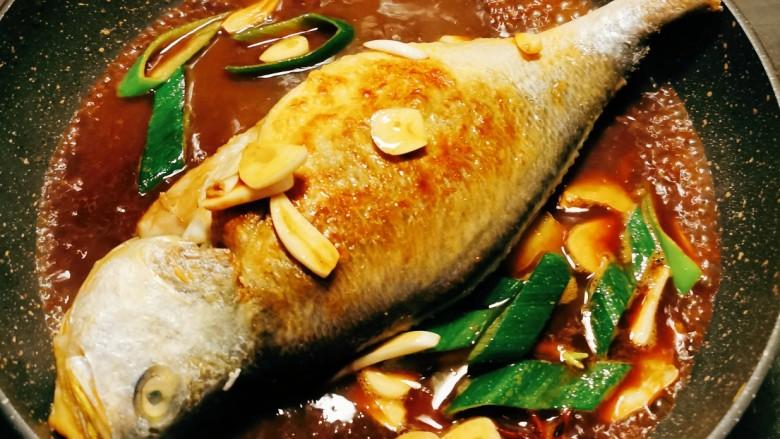 糖醋鲈鱼,加盖焖2分钟