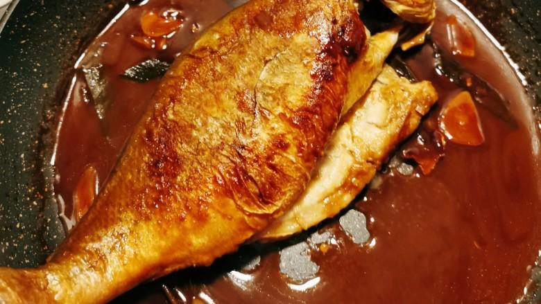 糖醋鲈鱼,汤汁浓稠 鱼已熟透 关火