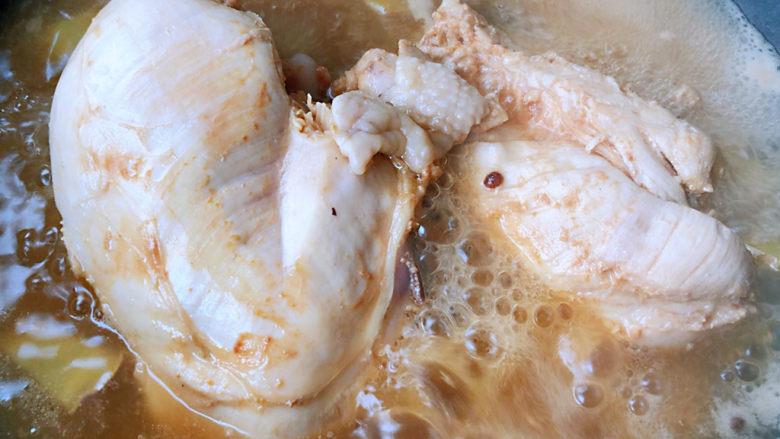 手撕鸡胸肉,鸡胸脯肉煮十五分钟熟透即可