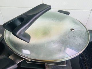 清蒸龙利鱼,盖上锅盖大火蒸八分钟