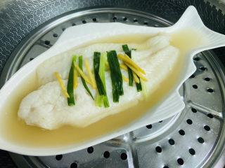 清蒸龙利鱼,蒸熟后的龙利鱼