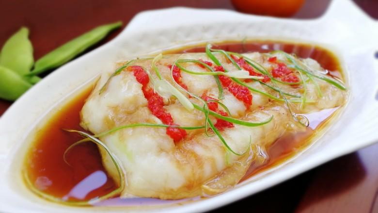 清蒸龙利鱼,肉质细嫩,口感爽滑。