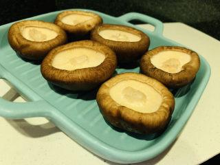 香菇鹌鹑蛋,摆盘里;