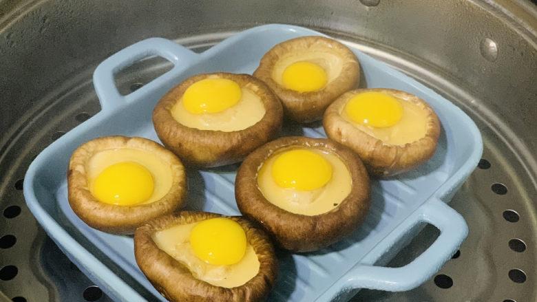 香菇鹌鹑蛋,冷水上锅,大火蒸;