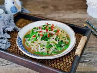 韭菜炒豆芽,简单快手小炒,适合夏天的家常菜,好吃不胖。