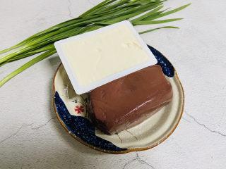 猪血炖豆腐,准备好食材