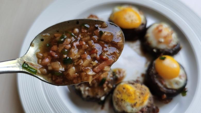 香菇鹌鹑蛋,将鹌鹑蛋摆入盘中,浇上料汁即可