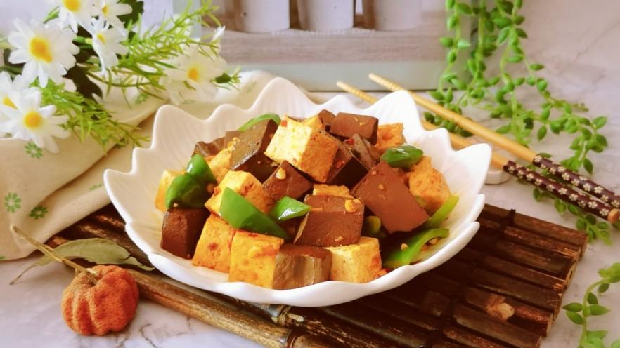 猪血炖豆腐