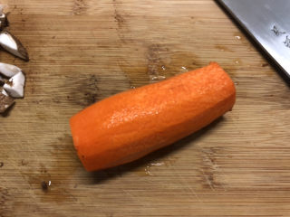香菇鹌鹑蛋,胡萝卜半根去皮