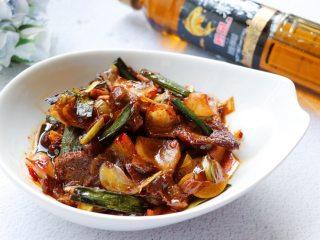 回锅肉,成品颜色鲜亮味美下饭。