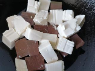 猪血炖豆腐,放入豆腐