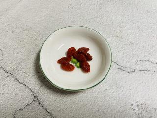 香菇鹌鹑蛋,枸杞洗净泡软