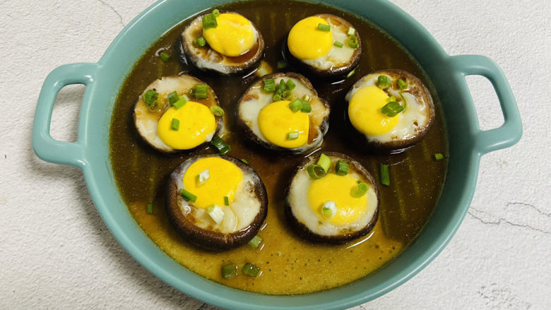 香菇鹌鹑蛋,撒上葱花