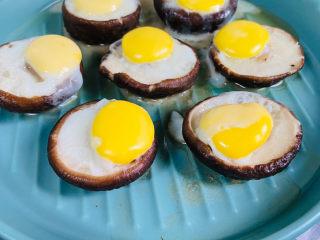 香菇鹌鹑蛋,蒸熟后的香菇鹌鹑蛋