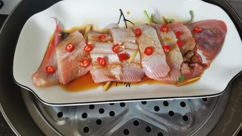 清蒸龙利鱼,水开上锅蒸十五分钟