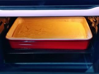 棉花蛋糕&不开裂不回缩方子,135度50分钟结束后,上下管调到160度再烤8-10分钟。