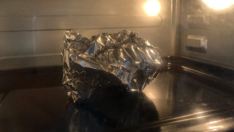 盐焗鹌鹑蛋,烤箱预热180度,靠20分钟,到时间后不用马上取出,继续放置,时间越久越入味