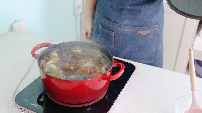 五香卤猪蹄,炖煮1个小时左右,就做好了