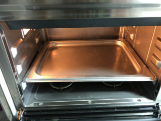 香菇鹌鹑蛋,蒸箱提前开启预热