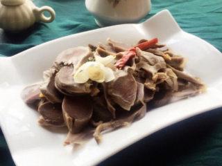 香辣毛豆,鸭胗也一起出品,,一下子两个冷菜就完成了。