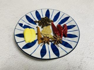 香辣毛豆,姜片、桂皮、八角、香叶、花椒、干辣椒