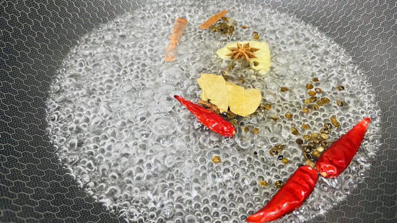 香辣毛豆,大火煮沸五分钟