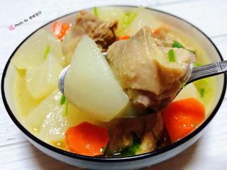萝卜炖鸭肉,鸭腿入口香浓美味混搭着白萝卜的清香让人回味无穷
