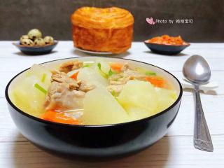 萝卜炖鸭肉,白萝卜和鸭腿都是营养非常丰富的美味经常食用对身体有益