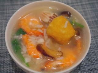 鲜虾干贝鱼片海鲜粥