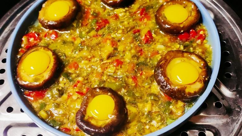 香菇鹌鹑蛋,放入蒸锅中