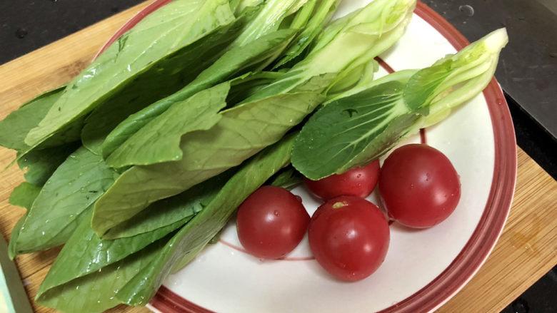 香菇鹌鹑蛋➕ 翠苑红芳晴满目,小青菜纵切,与小番茄一起洗净