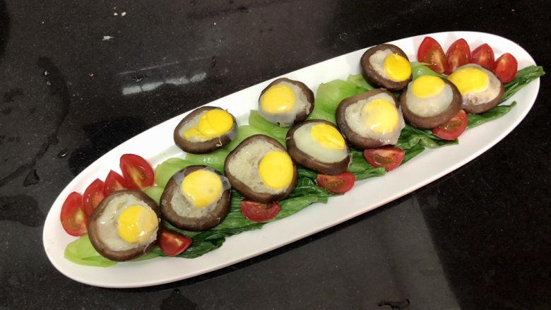 香菇鹌鹑蛋➕ 翠苑红芳晴满目,香菇盏摆入盘中