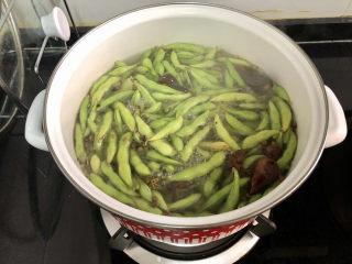 香辣毛豆➕青青自是风流主,加入毛豆,阿晨毛豆下锅才想起来还没有剪去两头,又把它们都捡出来😭