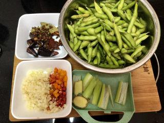 香辣毛豆➕青青自是风流主,全部食材准备好。