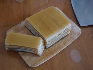 椰汁千层糕,简单四种材料,一次就学会!,晾凉后切自己喜欢的形状就行了!