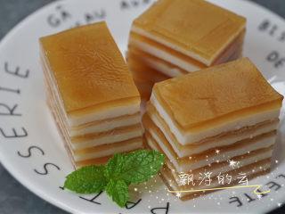 椰汁千层糕,简单四种材料,一次就学会!,冷藏后口感更佳,表面可以加入少许桂花糖,加倍好吃哦❤️