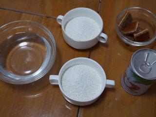 椰汁千层糕,简单四种材料,一次就学会!,准备材料,将250克的马蹄粉分成两小份,各125克。