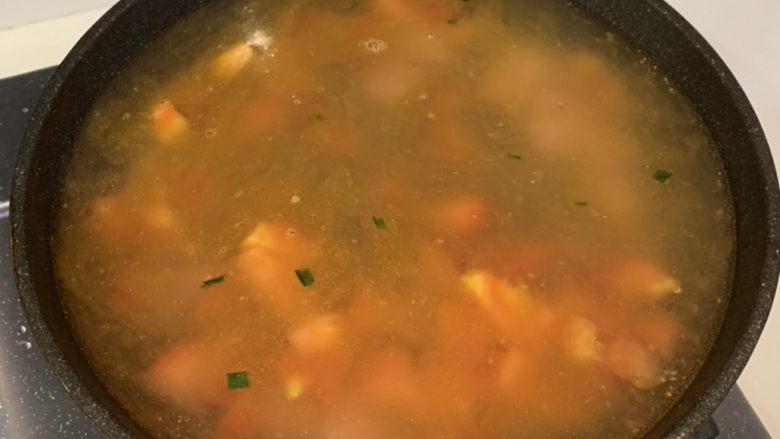 番茄浓汤面,加入5碗水