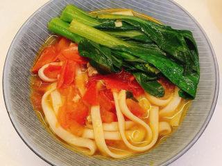 番茄浓汤面,装出来后,煎一个鸡蛋,放入面条即可食用