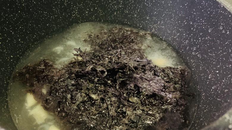 紫菜虾皮汤,加紫菜;