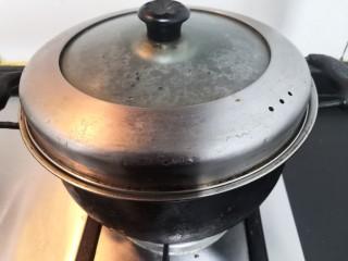 红烧鹌鹑蛋,大火烧开2分钟,关火焖4分钟