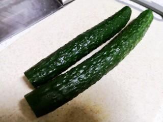 凉拌腐竹黄瓜,黄瓜掐头去尾