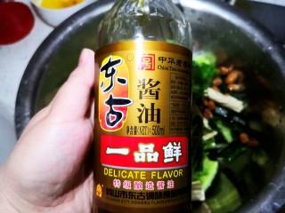 凉拌腐竹黄瓜,加生抽