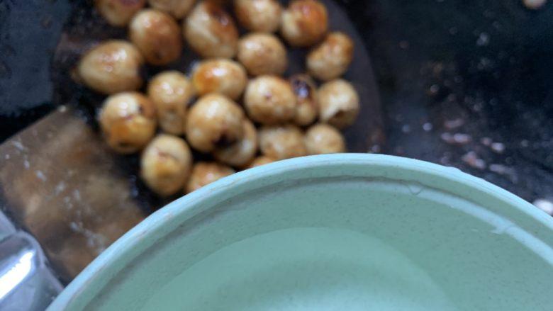 红烧鹌鹑蛋,放点水