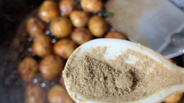 红烧鹌鹑蛋,胡椒粉