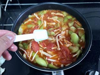 番茄炒丝瓜➕一川红绿醉春时,尝下咸淡,根据个人口味添加少许盐定味即可出锅