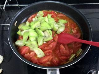 番茄炒丝瓜➕一川红绿醉春时,加入丝瓜块